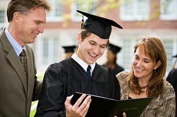 Student graduate with parents on either side of him